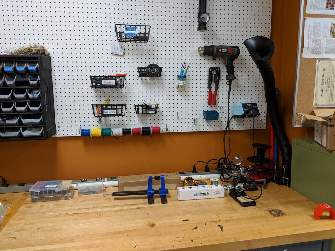 Picture of the RUIEEE soldering station